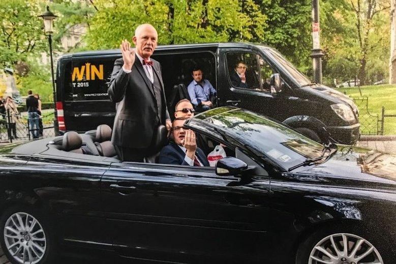 Adrian Klarenbach (w drzwiach busa) w kampanii z 2015 roku