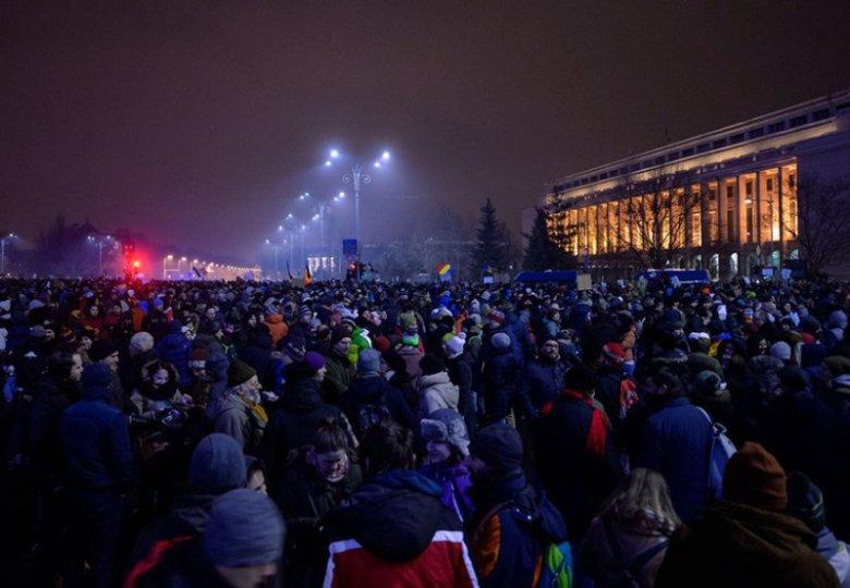 Rumuni mają dość korupcji, teraz domagają się dymisji rządu.