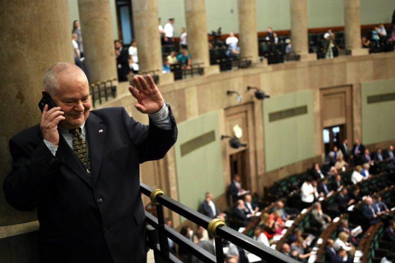 Adam Glapiński, zostaje prezesem NBP i komuś dziękuje.