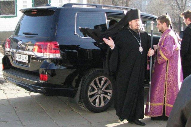 Biskup z Orła twierdzi, że Jezus też by przyjął taki prezent...