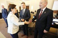 """Wicemarszałek Senatu Adam Bielan zapewnia, że premier Beata Szydło nie musi bać się utraty stanowiska. Jej gabinet na półmetku rządów PiS ma jednak zostać poddany """"przeglądowi""""."""