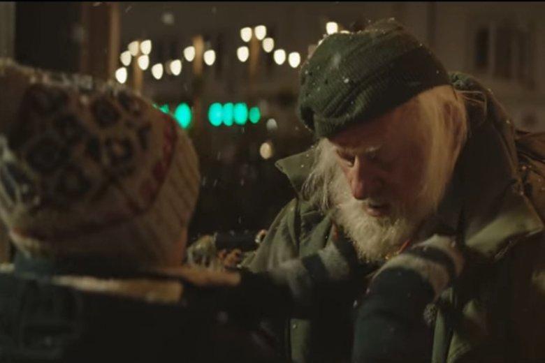 Nowy spot reklamowy Allegro wzrusza do łez. To więcej niż reklama. Porusza problem bezdomności.