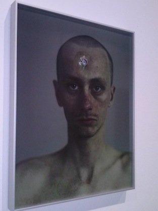 Konrad Smoleński, Take a bullet, widok ekspozycji w CSW, foto: Joanna Kopacka
