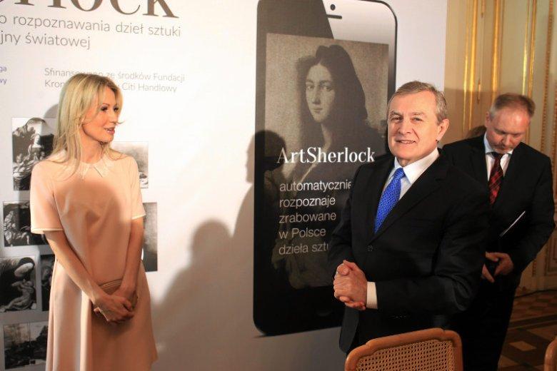 Magdalena Ogórek i minister kultury Piotr Gliński podczas prezentacji aplikacji mobilnej ArtSherlock.