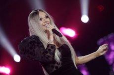 Polski rząd może mieć problem... z Dodą. Trybunał w Strasburgu pyta Warszawę o proces piosenkarki. Na zdjęciu: Dorota Doda Rabczewska podczas festiwalu w Opolu w 2017 r.