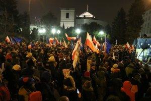 Jest pierwsza osoba, której postawiono zarzut po demonstracji przed Sejmem.