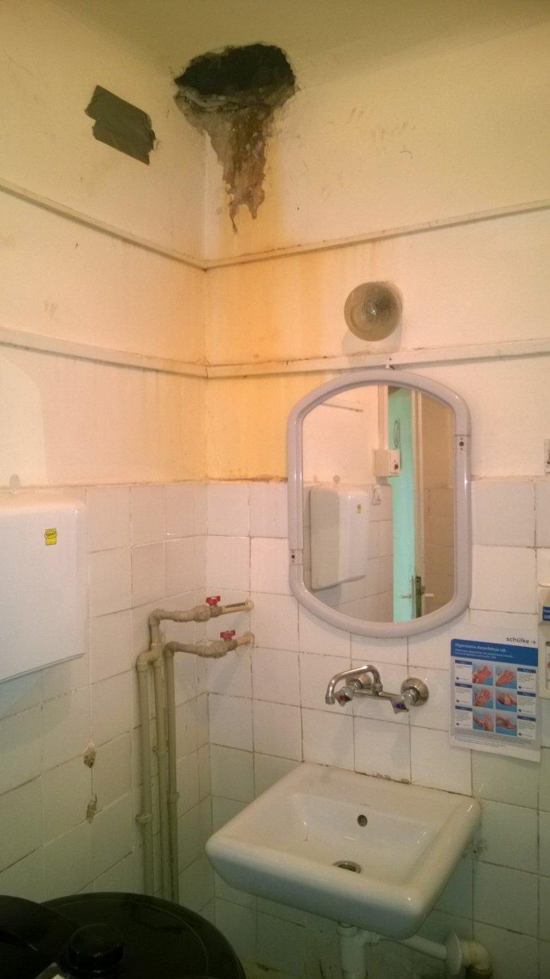 łazienka w warszawskim szpitalu, który podlega kurateli Prezydent Hanny Gronkiewicz-Walzt