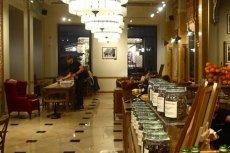 - Postanowiliśmy otworzyć nasze kawiarnie za wyraźną prośbą naszych klientów – słyszymy w Green Cafe Nero.