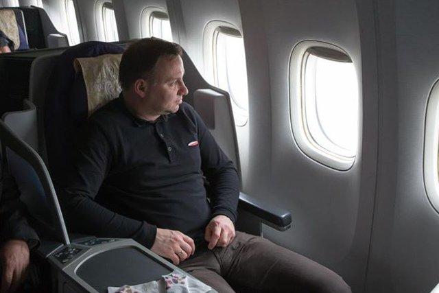 Prezydent Andrzej Duda poleciał do Chin w koszulce marki Red is Bad