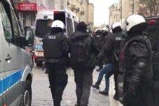 Policjant, który kopał uczestników imprezy WOŚP, objął eksponowane stanowisko w komendzie wojewódzkiej w Krakowie.