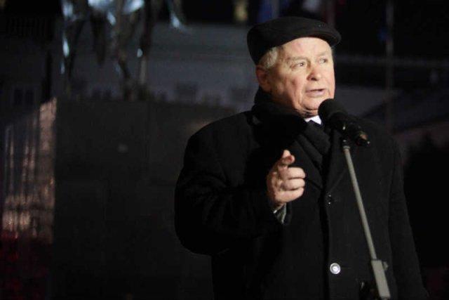 """Jarosław Kaczyński na 81. miesięcznicy smoleńskiej groził """"wrogom"""" i """"zdrajcom""""."""