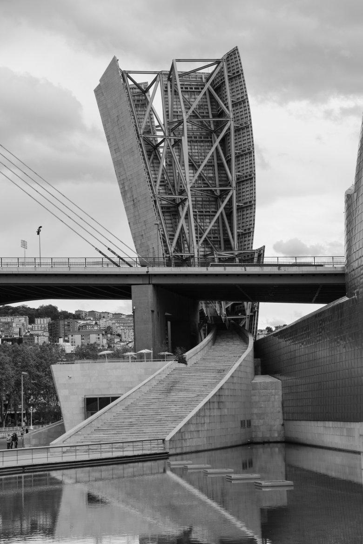 Największą atrakcją Bilbao jest niewątpliwie Muzeum Guggenheim.