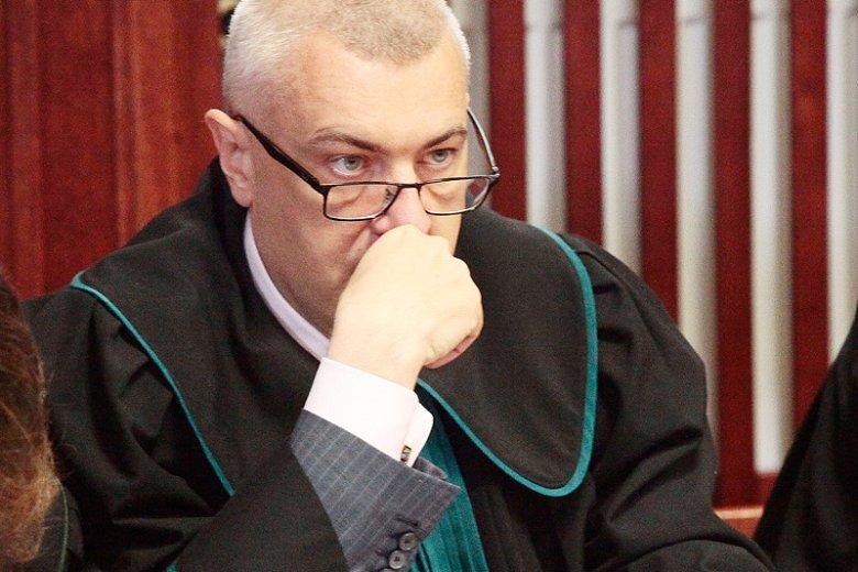 Roman Giertych alarmuje, iż najnowsze działania prokuratury w sprawie katastrofy smoleńskiej mogą stać się podstawą do zakwestionowania zasadności wypłat odszkodowań i polis, które po 10 kwietnia 2010 roku otrzymały rodziny ofiar.