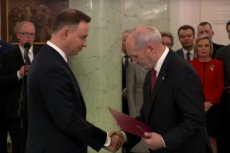Prezydent Andrzej Duda powołał Antoniego Macierewicza na stanowisko ministra obrony. W MON nie doszło do zmiany, choć od dawna spekulowano, że w tym resorcie pojawi się nowy szef.
