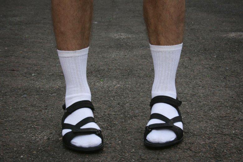 Sandały i skarpety to w pewnym sensie stylistyczny evergreen.