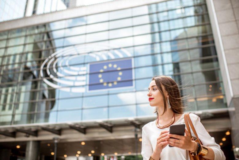 Wymyślona przez Komisję Europejską kampania #EuandME popularyzuje wiedzę o możliwościach, jakie daje młodym osobom Unia Europejska