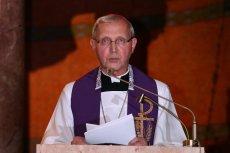 """Biskup Piotr Libera przyznał, że konieczne jest egzekwowanie zasady """"zero tolerancji"""" dla duchownych molestujących dzieci."""