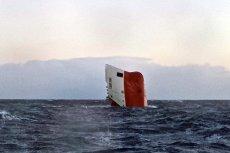 """Zatonięcie cementowca """"Cemfjord"""" przypomniało, jak niebezpieczna jest praca marynarzy."""