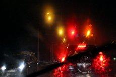 Policja ostrzega kierowców przed śliskimi drogami.
