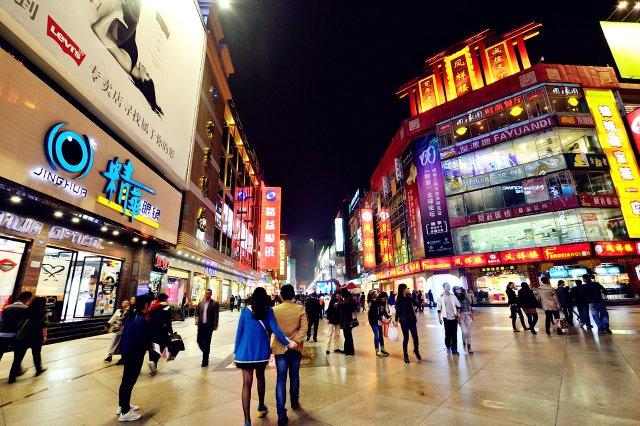 Deptak w Chengdu wygląda lepiej niż Piotrkowska w Łodzi. Co polskie firmy mogą zaoferować mieszkańcom chin.