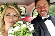 Andrzej Piasek Piaseczny zamieścił na Facebooku trzy ślubne zdjęcia. Wygląda jakby to on był panem młodym, ale nie...