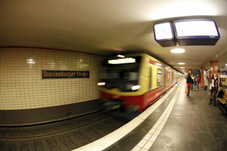 W niemieckim Duisburgu zderzyły się dwa pociągi metra.