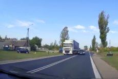 BMW należące do SOR wyprzedzało tak, że tylko dzięki przytomności kierowcy jadącego z naprzeciwka nie doszło do tragedii.