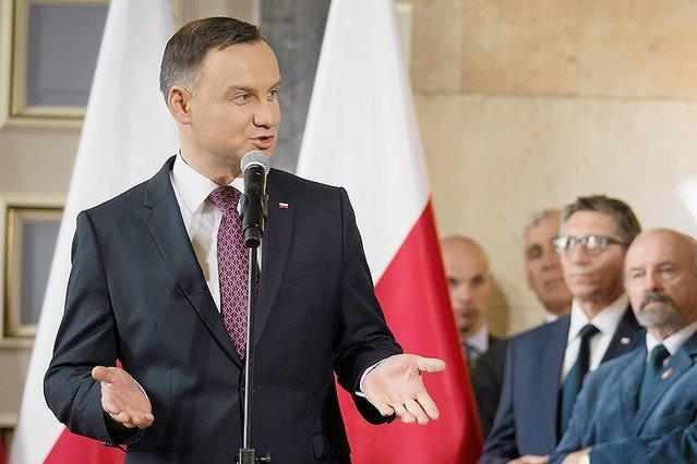 """Andrzej Duda musi zabić """"Adriana""""."""
