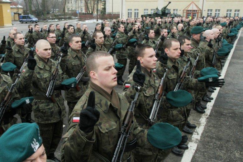 Jedynie 27 proc. rodaków skłonnych byłoby z bronią w ręku walczyć o wolną Polskę.