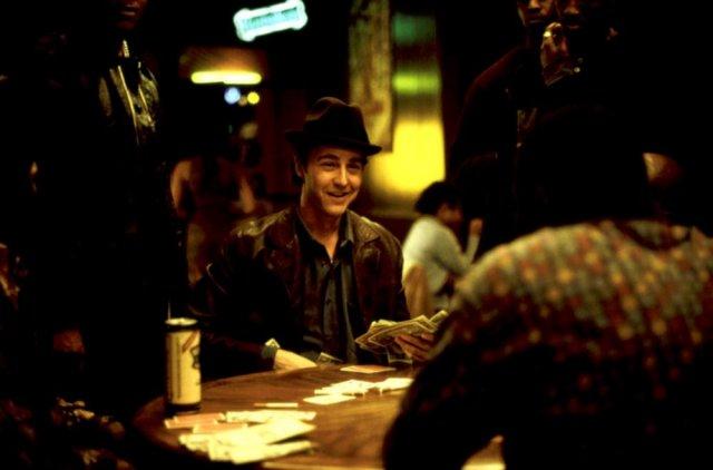 """Edward Norton w filmie ,,Rounders"""" wcielił się w postać Lestera ,,Worma"""" Murphy'ego."""