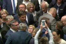Poseł Józef Leśniak z Prawa i Sprawiedliwości został popchnięty przez parlamentarzystę PO.
