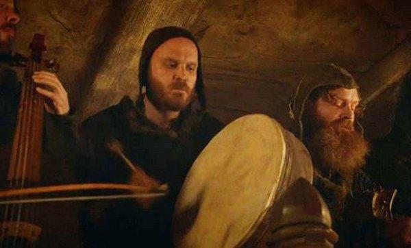 Perkusista Coldplay na imprezie u Freyów