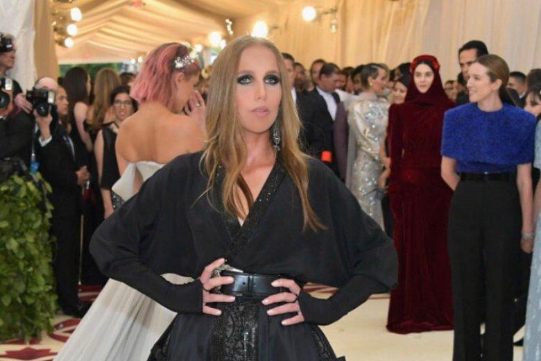 Allegra Versace nie potrafi uporać się z brutalną przeszłością