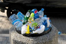 Już wiadomo, że w ustawie śmieciowej jest co najmniej kilka rzeczy do poprawki. Wszystkie zmiany zostanązaprezentowane we wrześniu