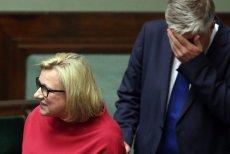 Trudno uwierzyć w to, jak Beata Kempa wytłumaczyła wpadkę z powrotem rządowej ekipy z Londynu.
