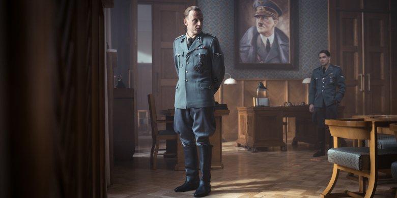 Akcja filmu toczy się przed Powstaniem Warszawskim. Zdjęcia kręcono w Warszawie i Łodzi