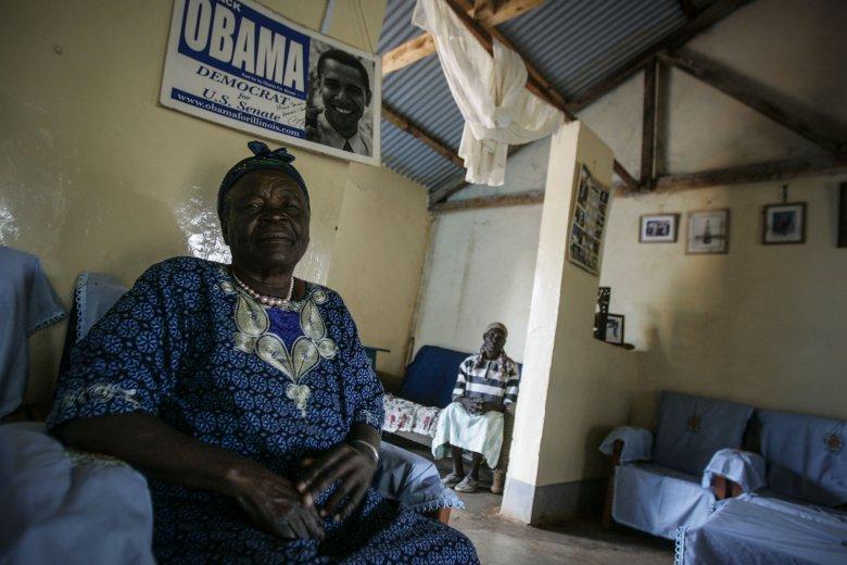 Sarah Hussein Obama, babcia prezydenta Stanów Zjednoczonych Baraka Obamy w swoim domu w wiosce Kogelo, w zachodniej Kenii.