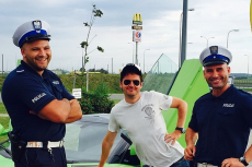Policjanci grudziądzkiej drogówki zapozowali z Kubą Wojewódzkim po kontroli. Teraz mogą mieć kłopoty.