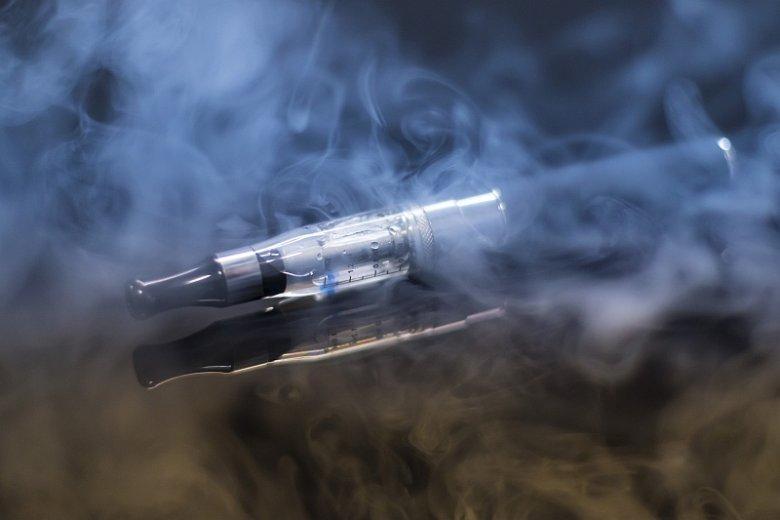 Źródłem nikotyny w elektronicznych papierosach jest podgrzewany roztwór, z którego powstaje wciągany do płuc użytkownika aerozol