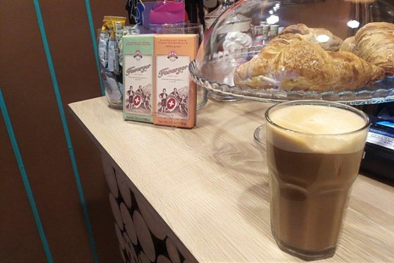 """Kawa """" po warszawsku"""" jest jedną ze specjalności kawiarni"""