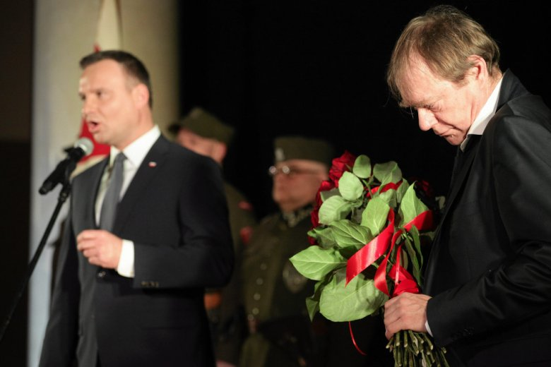 """Podczas premiery """"Historii Roja"""", reżyser Jerzy Zalewski podejmowany był z honorami. Na premierze obecny był także prezydent, Andrzej Duda"""