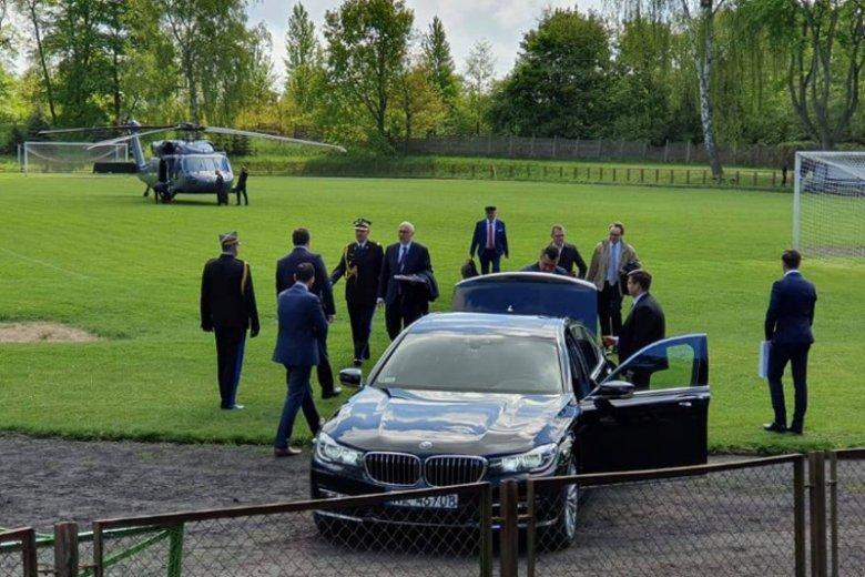 Przerwano mecz w Choszcznie, żeby mógł wylądować śmigłowiec Black Hawk z Brudzińskim na pokładzie.