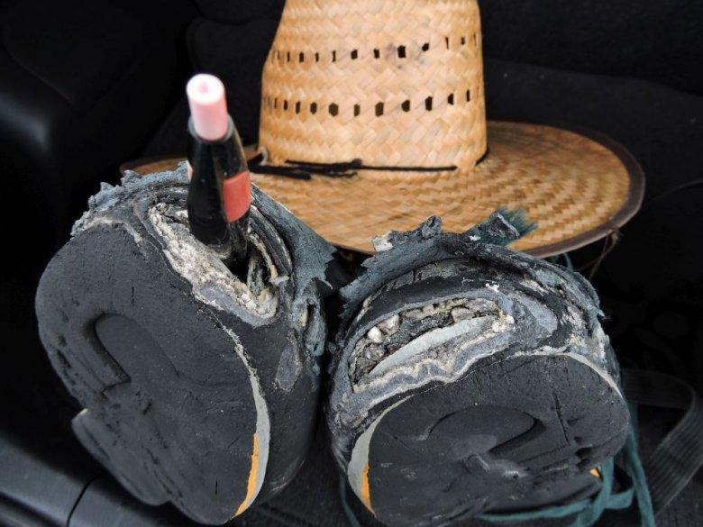 Zniszczone buty - efekt eksploracji wulkanów.