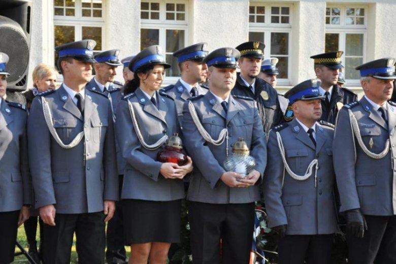 Z roku na rok rośnie liczba policjantów, którzy giną na służbie.
