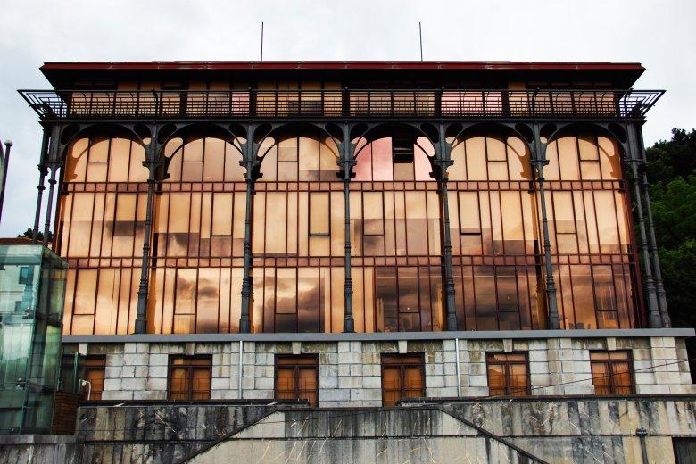 Bilbao to największe miasto Kraju Basków, jedną z jego charakterystycznych cech jest industrialna architektura.