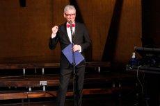 Po zaostrzeniu konfliktu z szefem radiowej Trójki Wiktorem Świetlikiem, Artur Orzech zdecydował się odejść z rozgłośni.