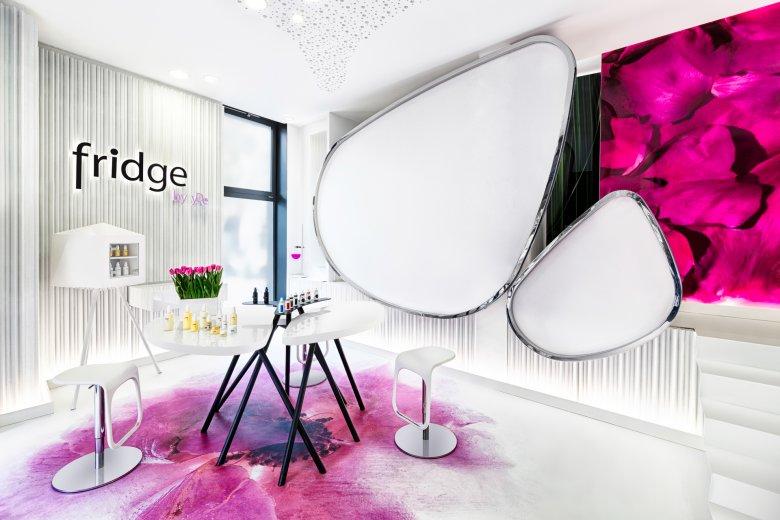 Wnętrze salonu Fridge w Warszawie.