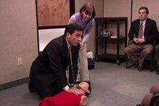 """Amerykanin uratował człowieka dzięki serialowi """"The Office"""", z którego nauczył się, jak wykonać reanimację."""