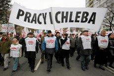 Coraz więcej Polaków - szczególnie wśród młodych ludzi - nie utożsamia się z socjalnymi programami partii politycznych