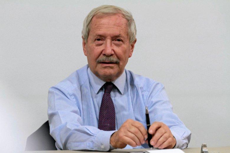 Janusz Onyszkiewicz były minister obrony narodowej.